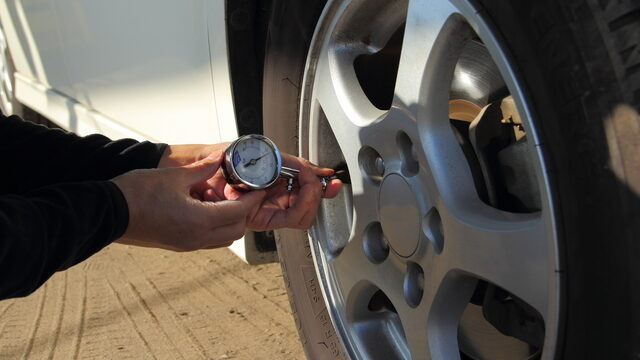 タイヤの空気圧の確認